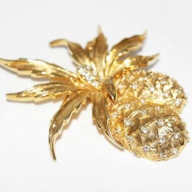 Gorgeous design for this double vintage pineapple brooch