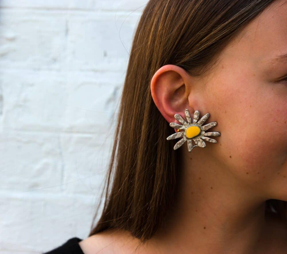 Fun daisy vintage clip-on Earrings 90s