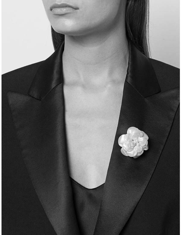 Chanel Vintage Collector Camelia pearls Brooch 90s